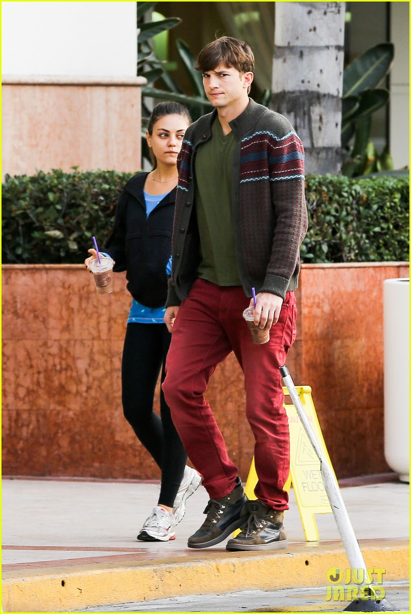 ashton kutcher mila kunis coffee bean couple 07