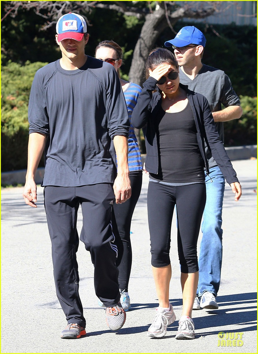 ashton kutcher mila kunis saturday morning walk 032794814