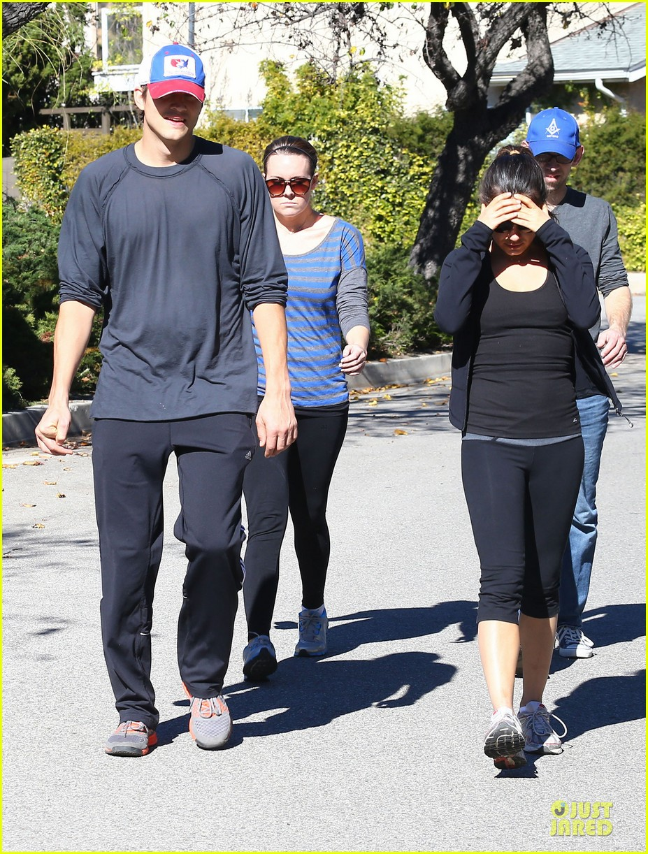 ashton kutcher mila kunis saturday morning walk 092794820