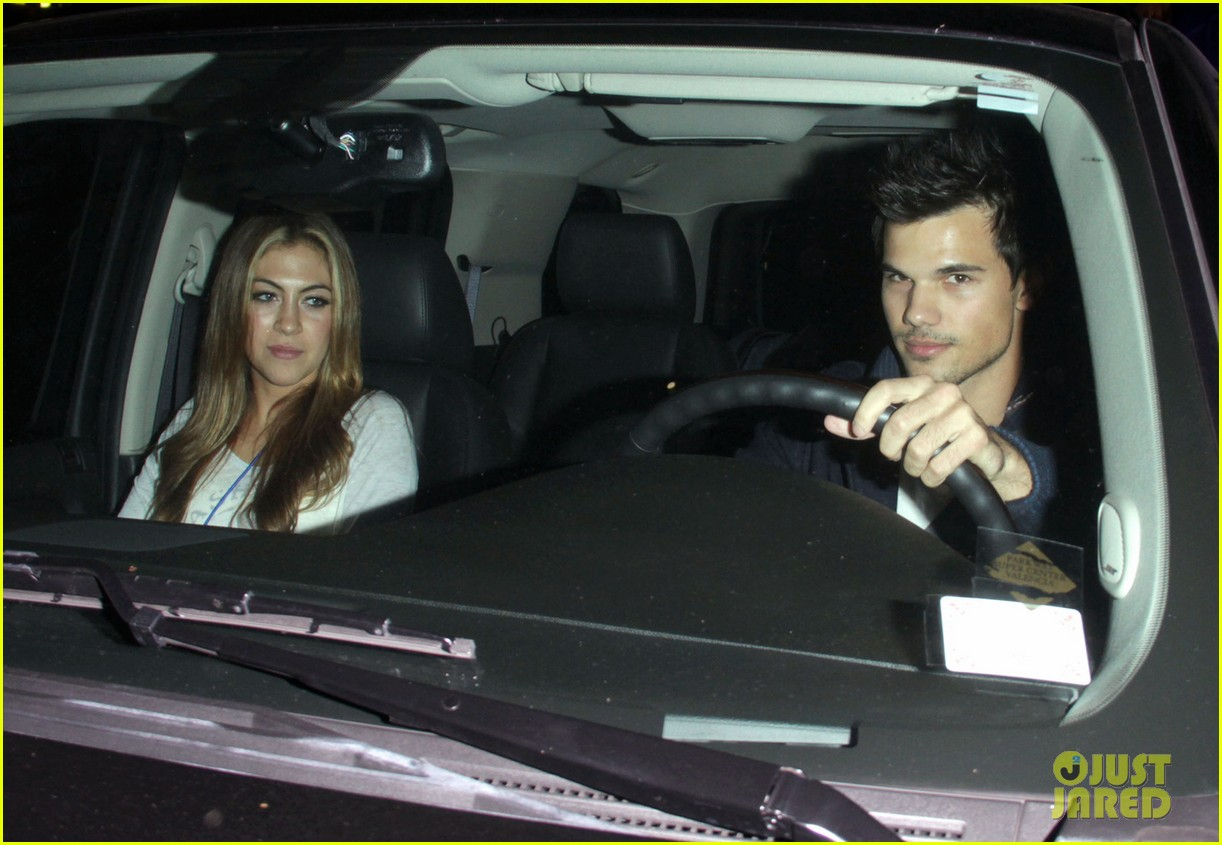 taylor lautner clippers game with sara hicks 02