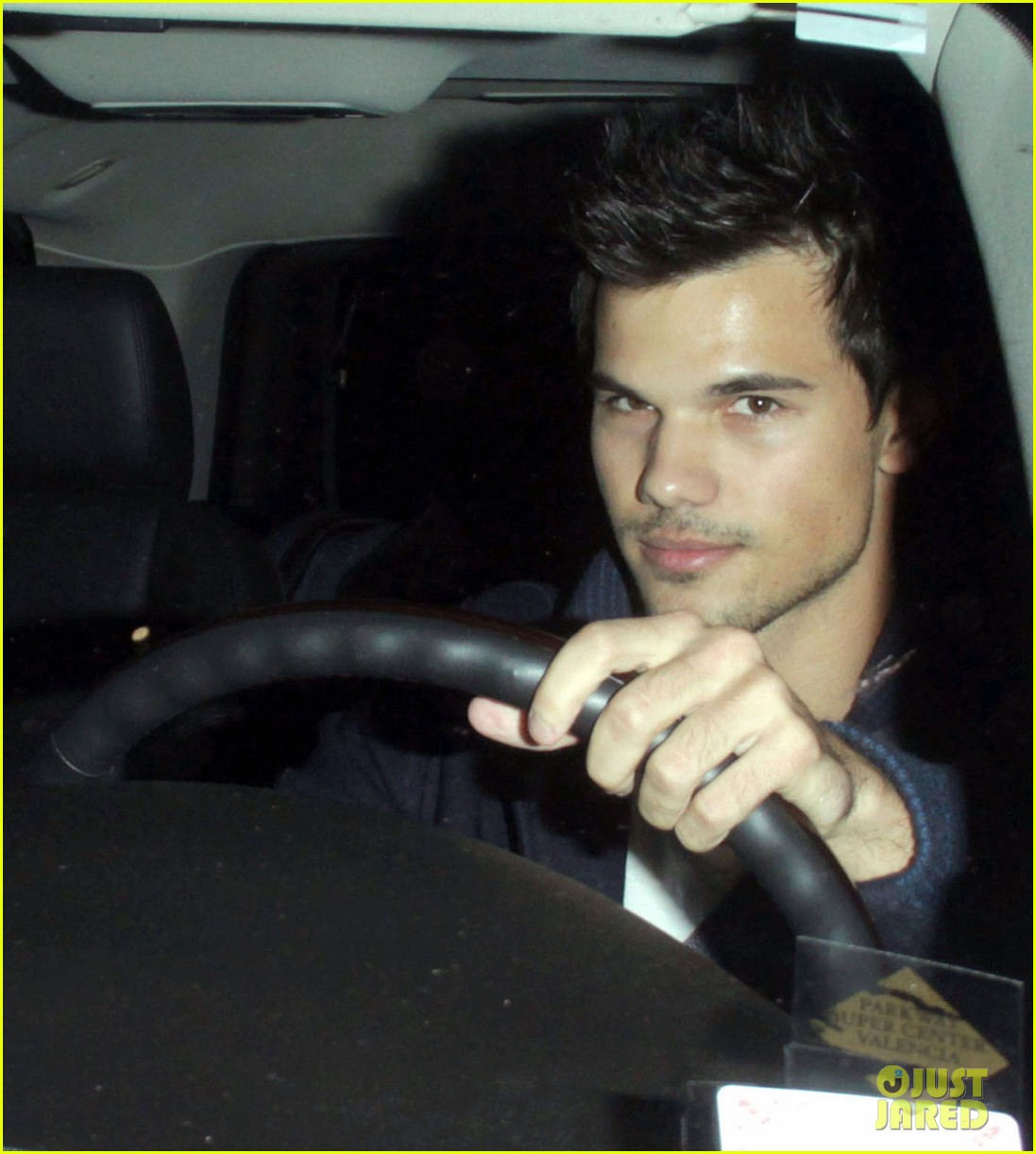 taylor lautner clippers game with sara hicks 032788428