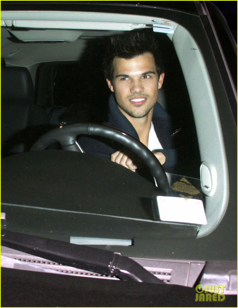 taylor lautner clippers game with sara hicks 062788431