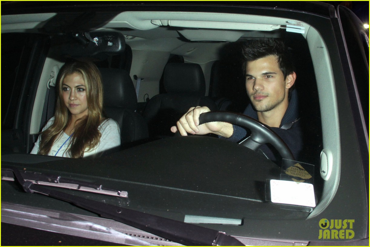 taylor lautner clippers game with sara hicks 072788432
