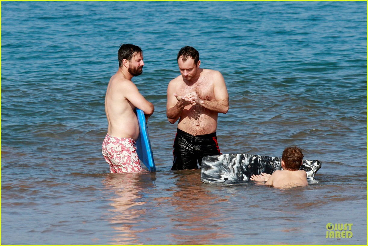 jude law shirtless hawaiian body boarding 032783223