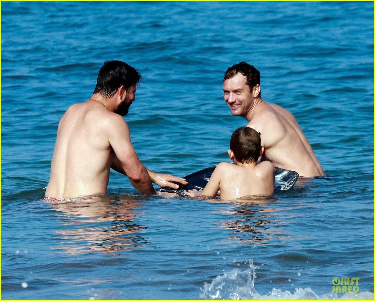 jude law shirtless hawaiian body boarding 042783224