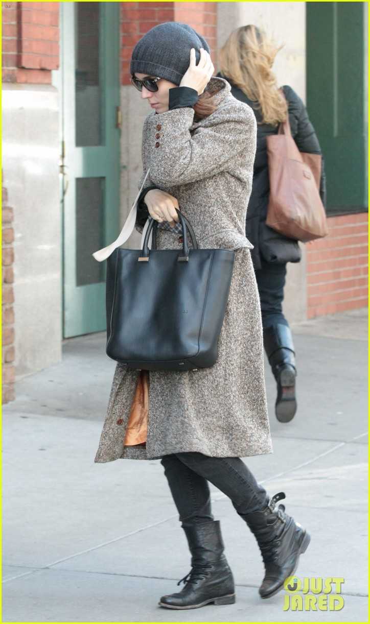 rooney mara jude law pre premiere big apple outings 022802084