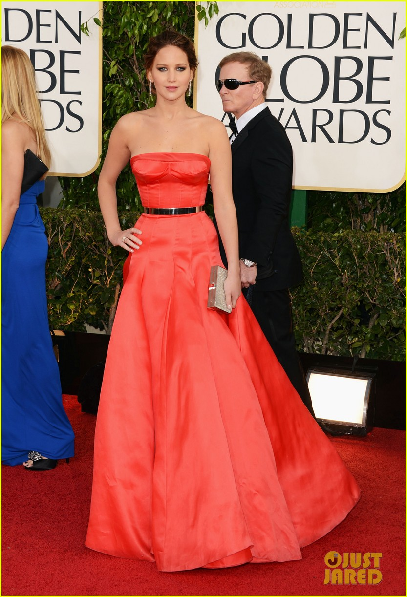 Jennifer lawrence golden globes 2013 red carpet 01