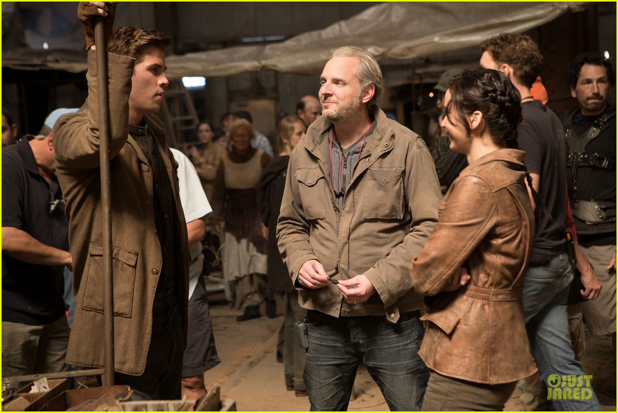jennifer lawrence josh hutcherson new catching fire stills 012792314