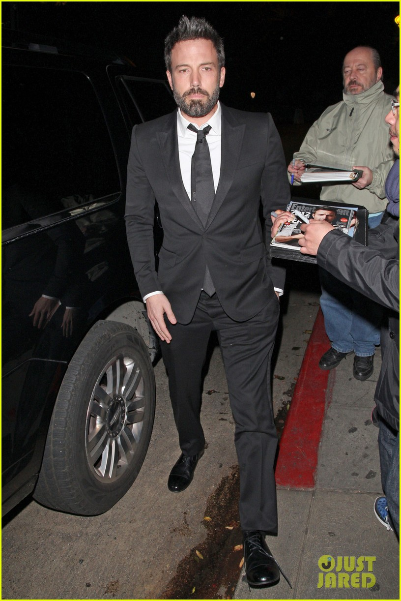 les miserables cast applauds ben affleck at post sags dinner exclusive 112800112