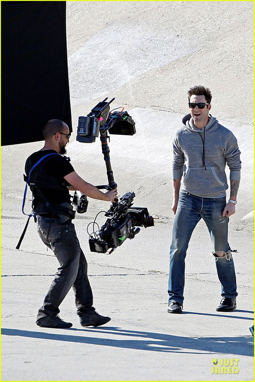 adam levine andy samberg music video shoot with the loney island 012794520