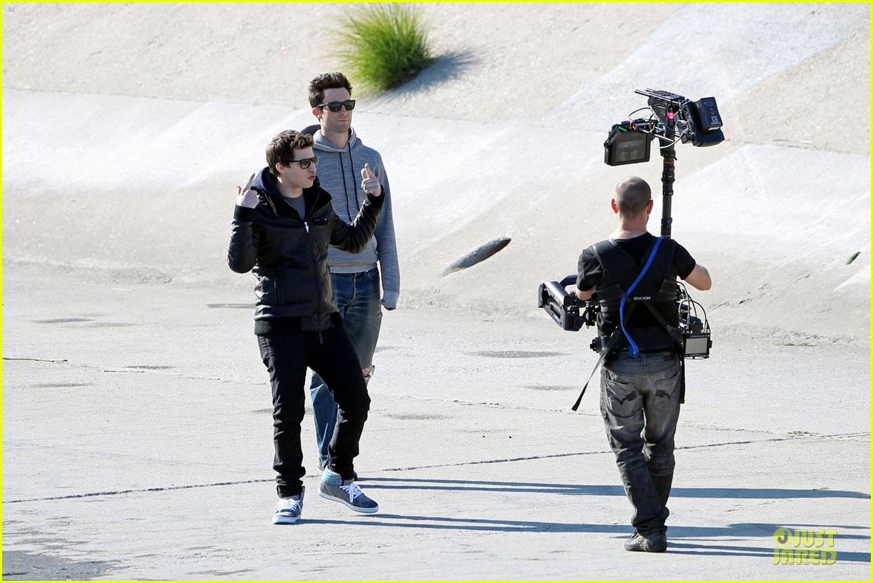 adam levine andy samberg music video shoot with the loney island 032794522