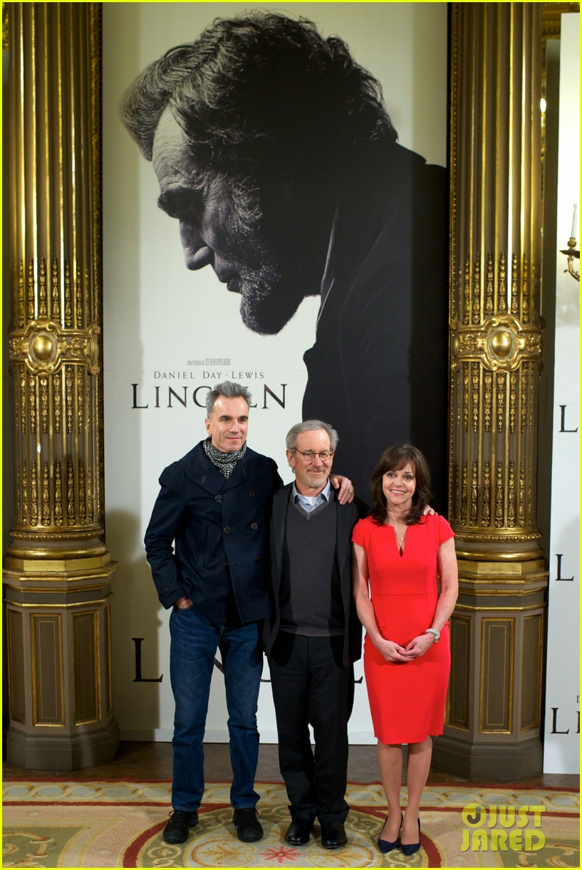 daniel day lewis promotes lincoln after golden globe win 11