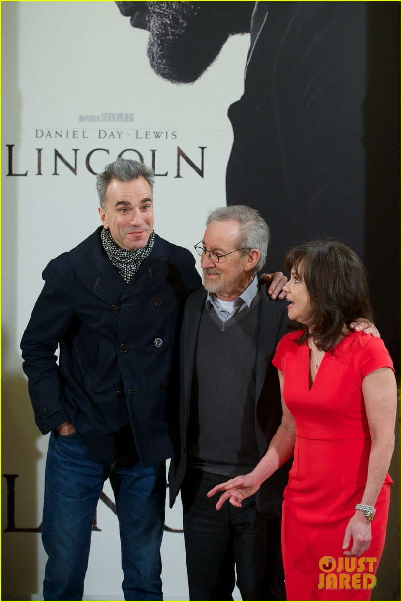 daniel day lewis promotes lincoln after golden globe win 142793208