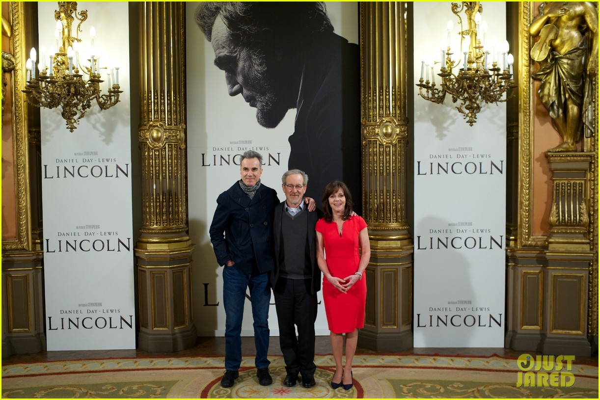 daniel day lewis promotes lincoln after golden globe win 172793211