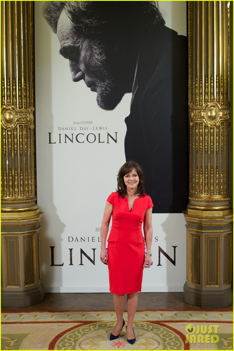 daniel day lewis promotes lincoln after golden globe win 22
