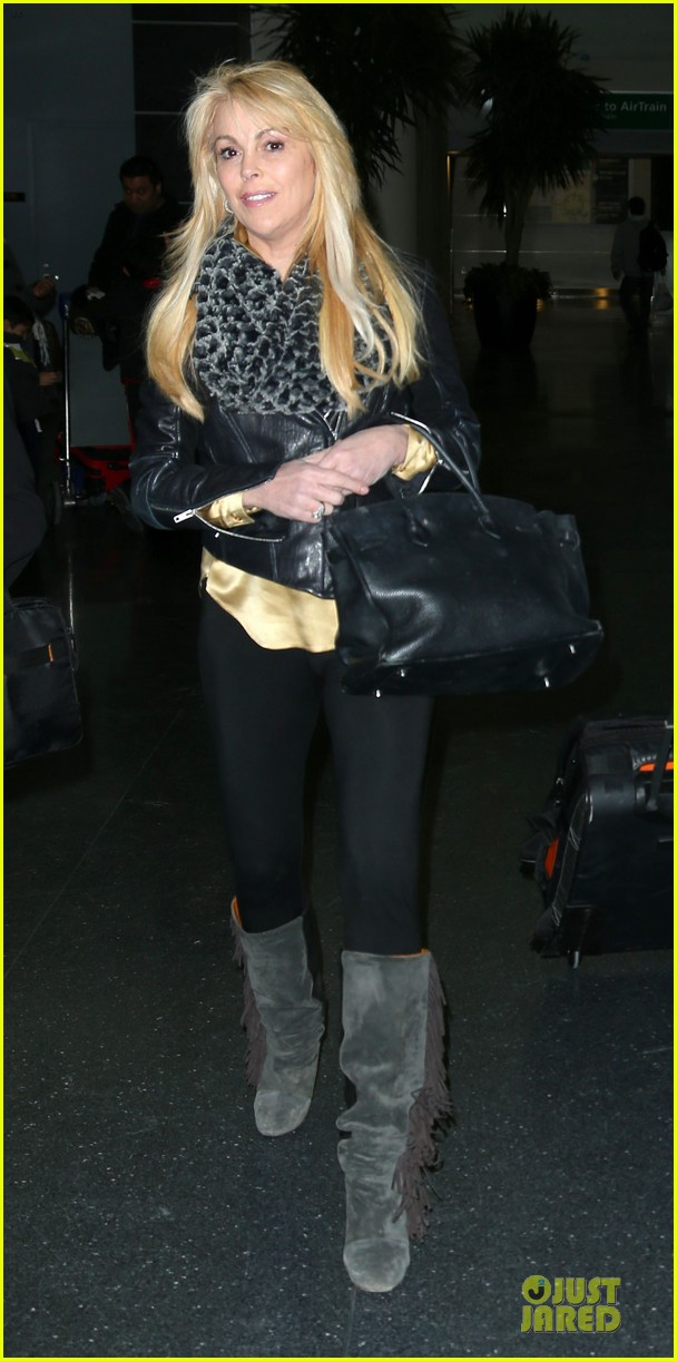 lindsay lohan departs jfk airport for court appearance 032801088
