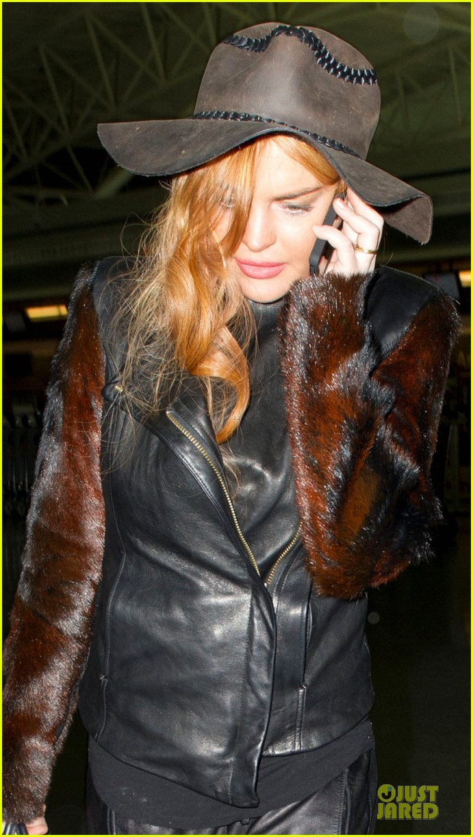 lindsay lohan departs jfk airport for court appearance 042801089