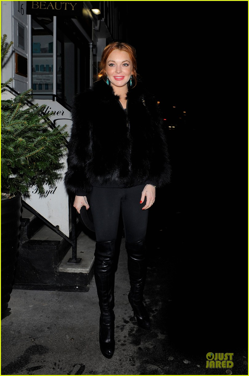 lindsay lohan nazomi restaurant dinner with pals 012784096