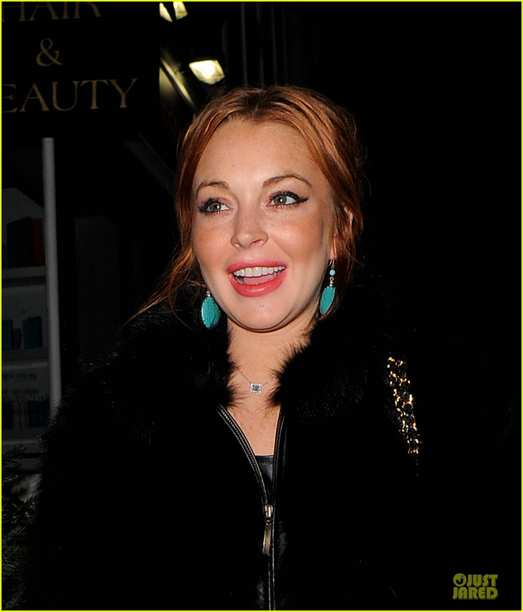 lindsay lohan nazomi restaurant dinner with pals 02