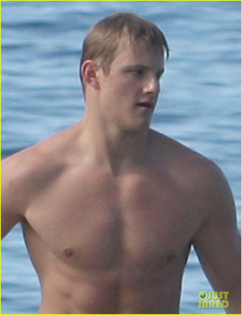 alexander ludwig shirtless six pack in hawaii 082787284