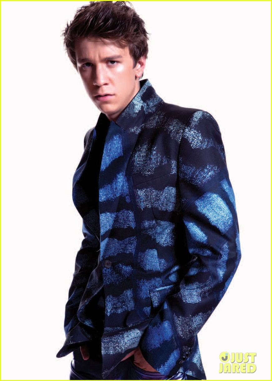 thomas mann beautiful creatures signing glow magazine feature 04