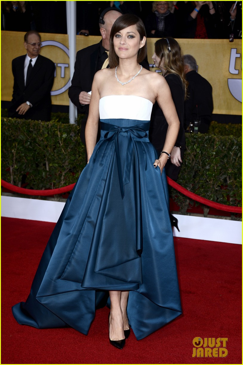 marion cotillard sag awards 2013 red carpet 012799777