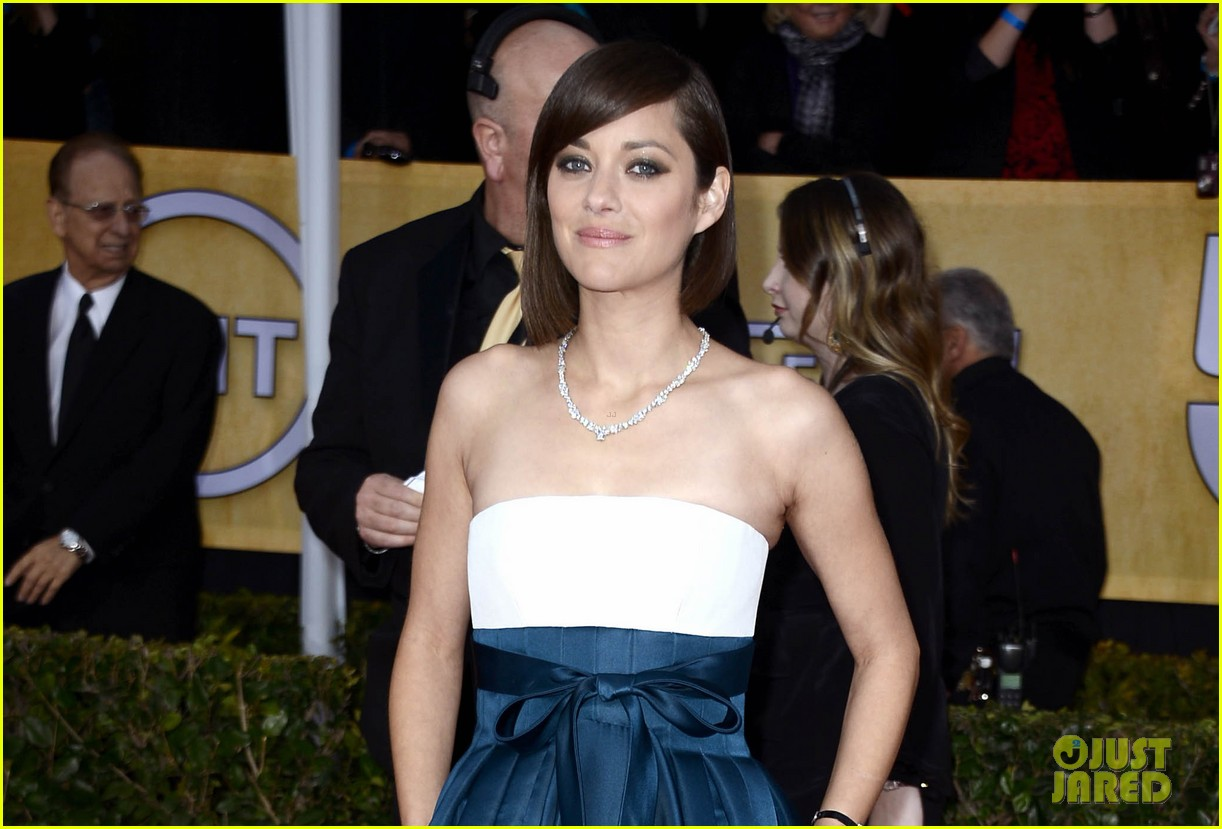 marion cotillard sag awards 2013 red carpet 042799780