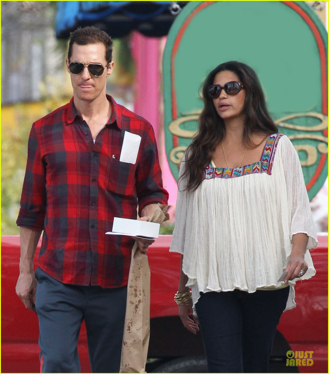 matthew mcconaughey camila alves birthday bakery stop 11