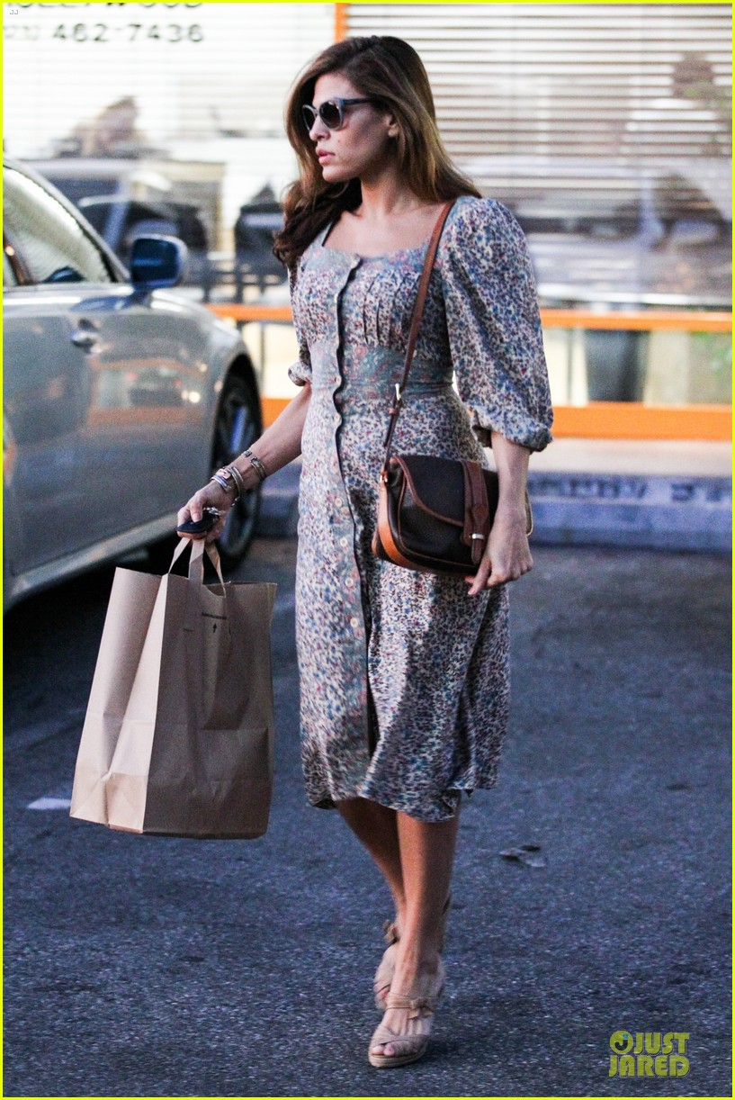 Fashion style Eva looks mendes casually chic in thakoon for girls