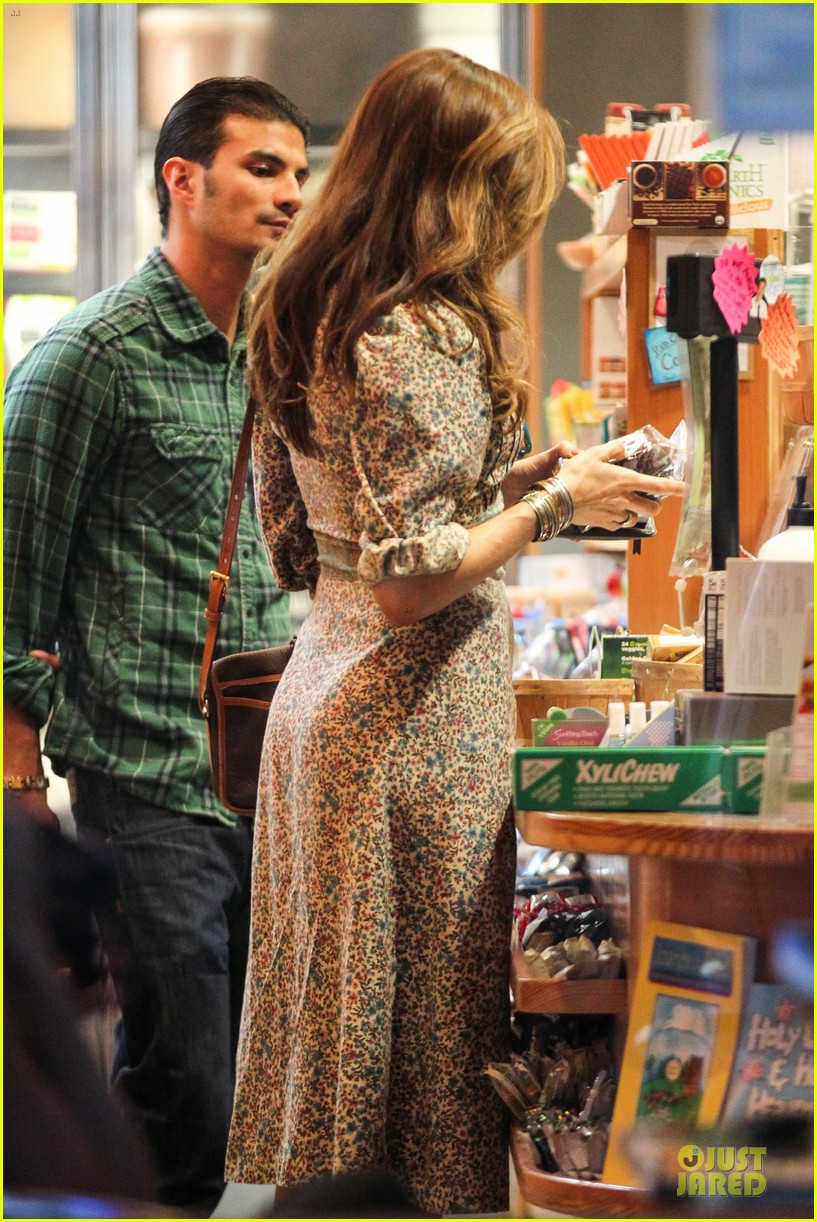 eva mendes organic food stop 09