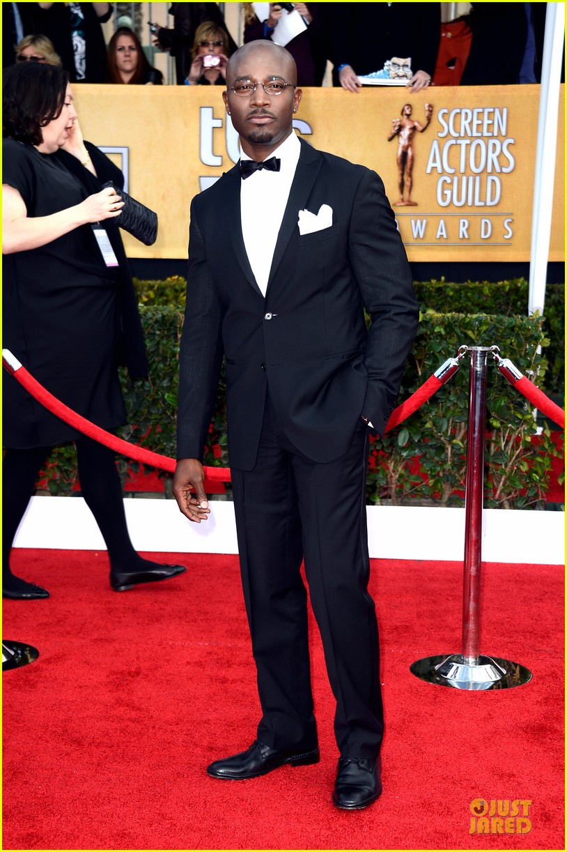 idina menzel taye diggs sag awards 2013 red carpet 05