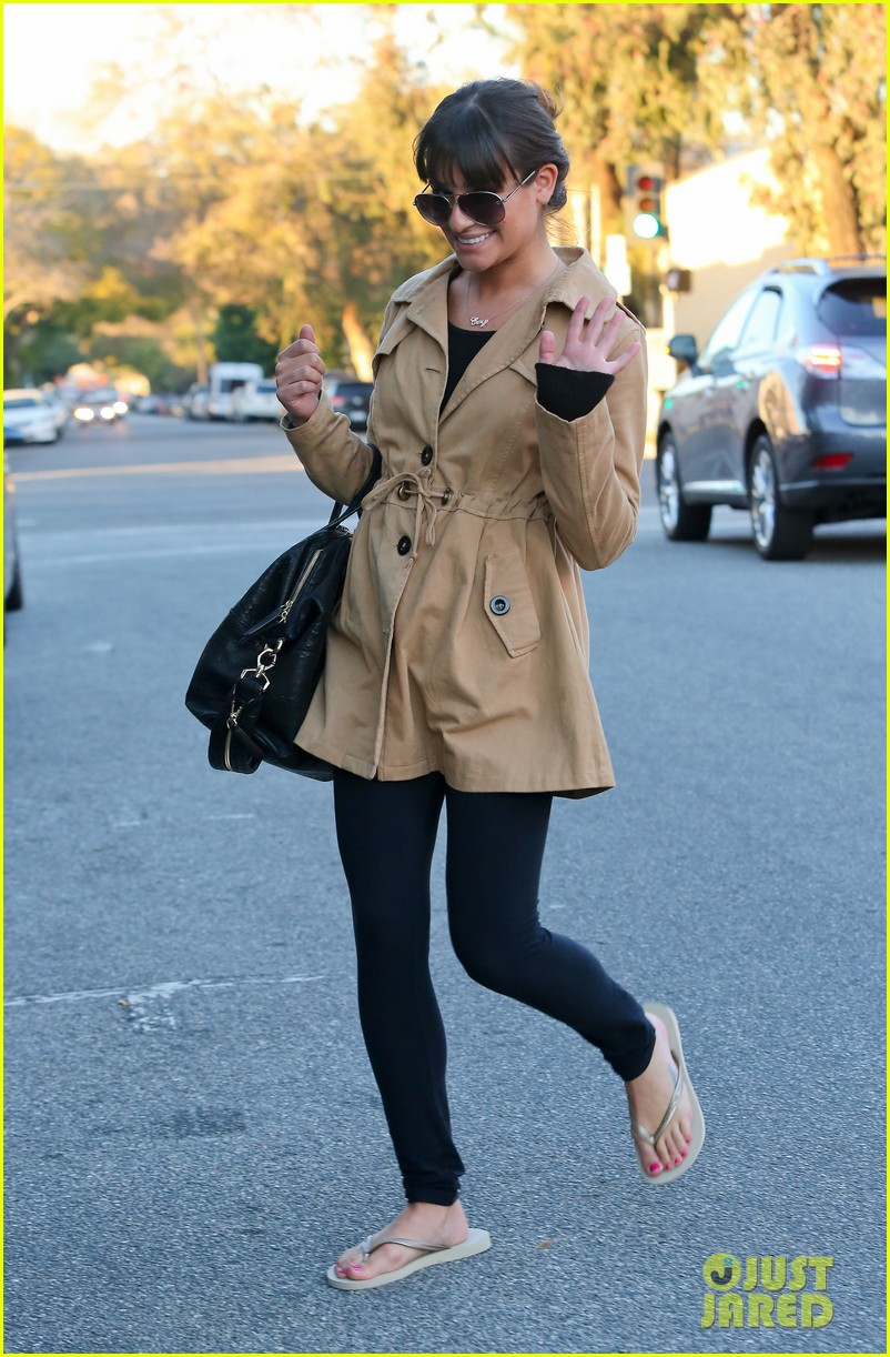 lea michele relaxes with mani pedi top chef 01