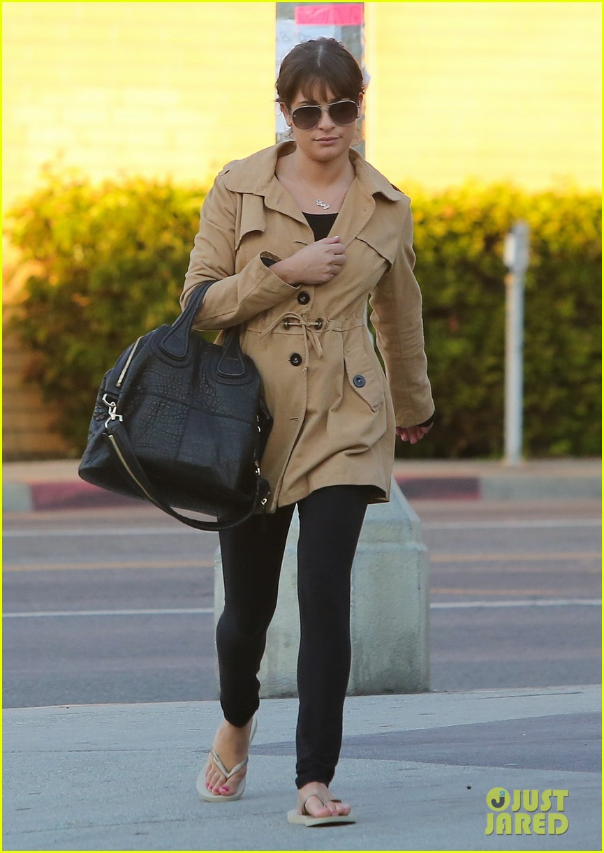 lea michele relaxes with mani pedi top chef 032793391