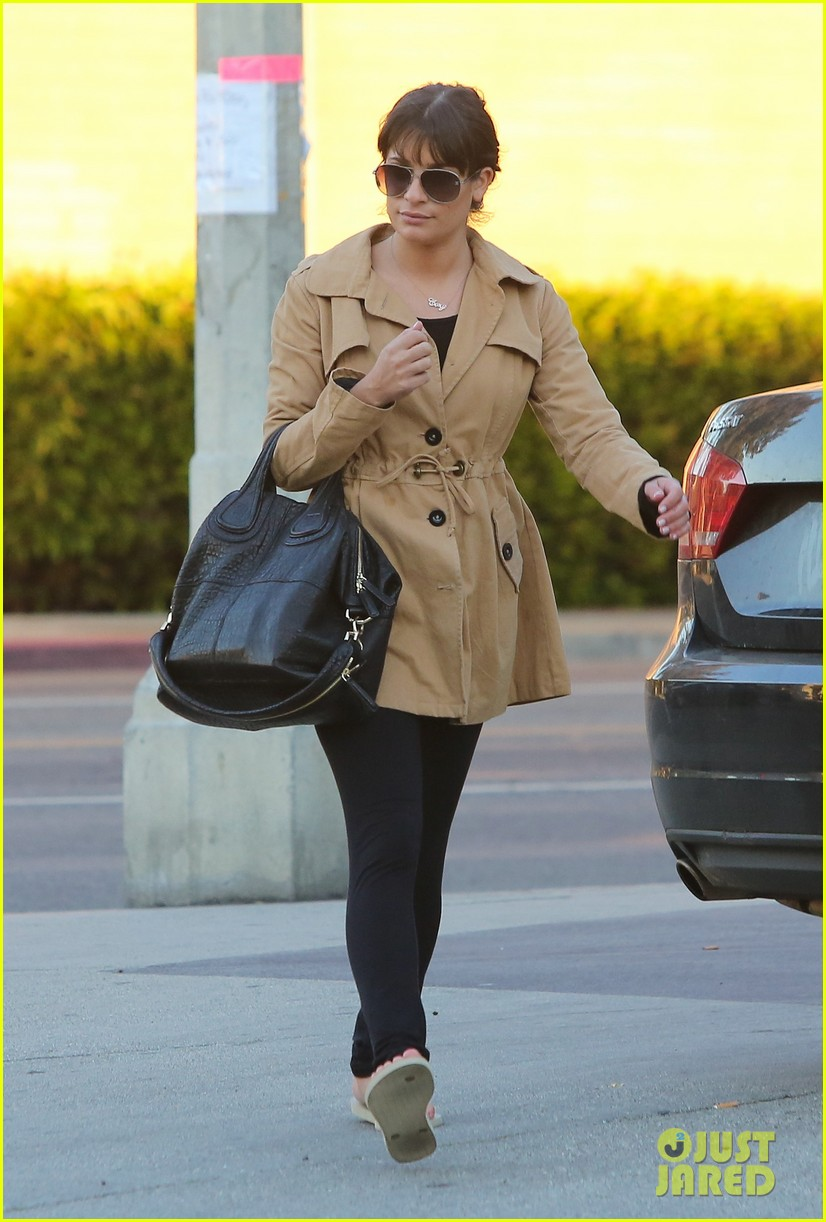lea michele relaxes with mani pedi top chef 042793392