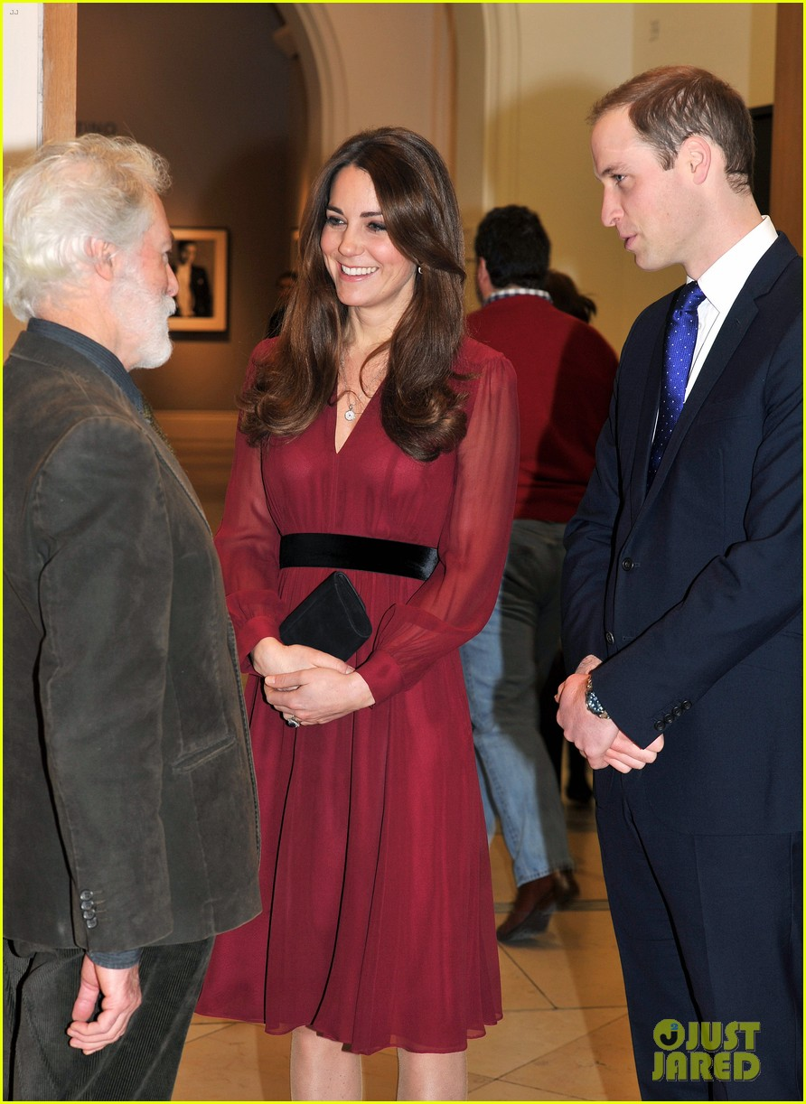 kate middleton baby bump portrait reveal 042789212