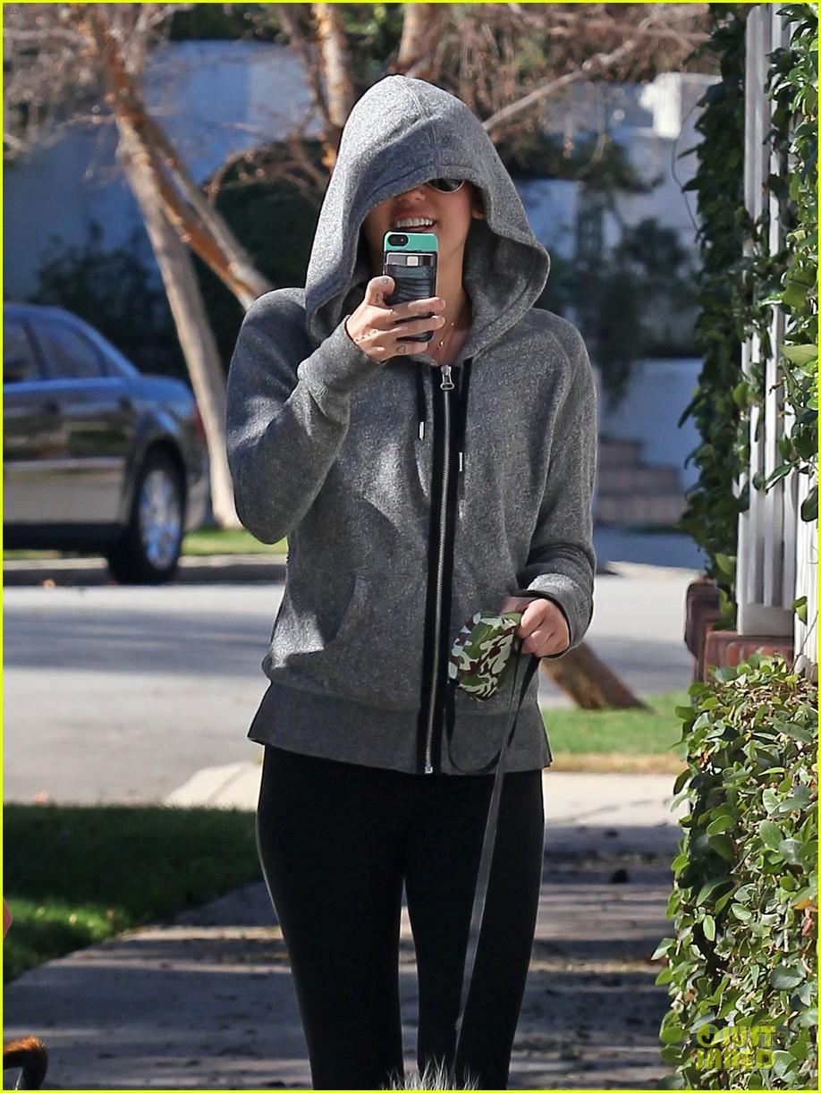miley cyrus hoodie walk with pet pooch 022800373