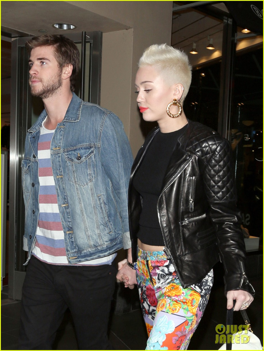 miley cyrus liam hemsworth noah cyrus birthday bash 022787479