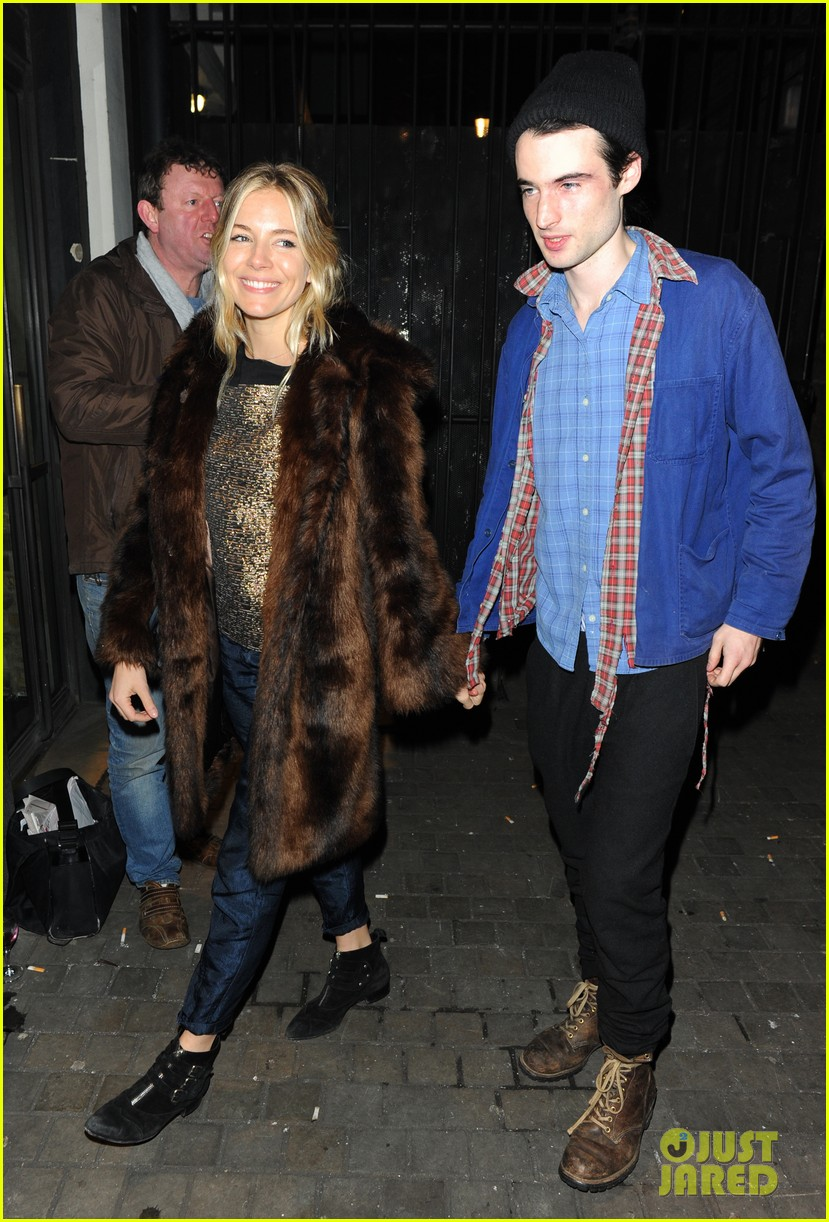 sienna miller tom sturridge no quarter press night 032793424