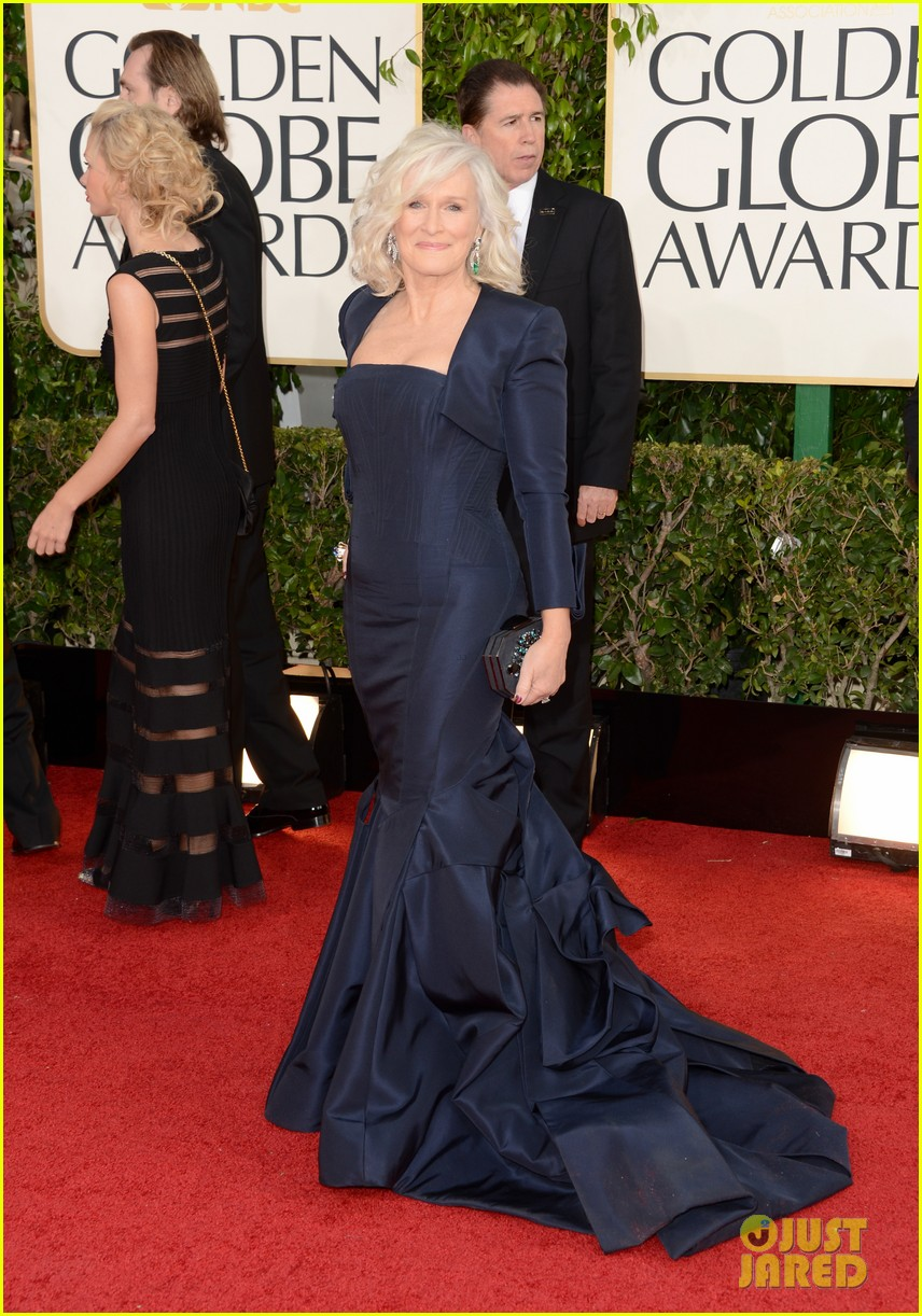 helen mirren glenn close golden globes 2013 red carpet 032791826