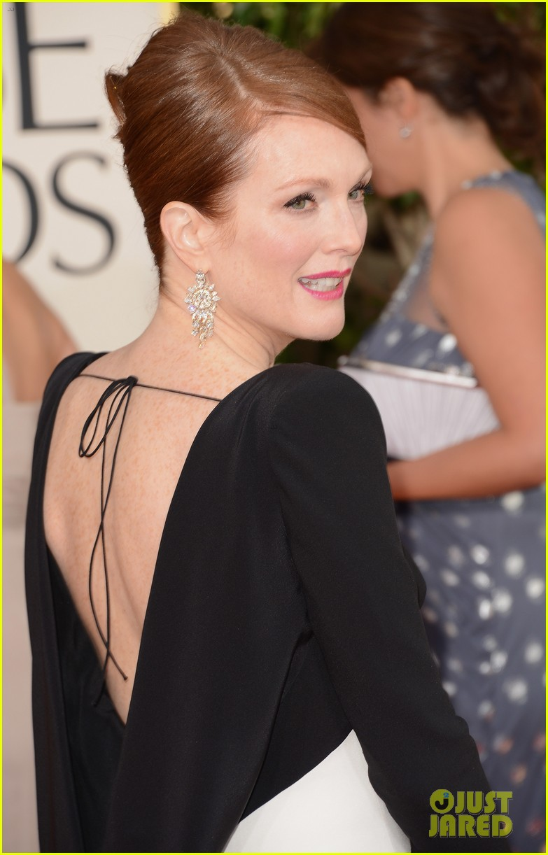 julianne moore ferguson golden globes 2013 red carpet 022791606