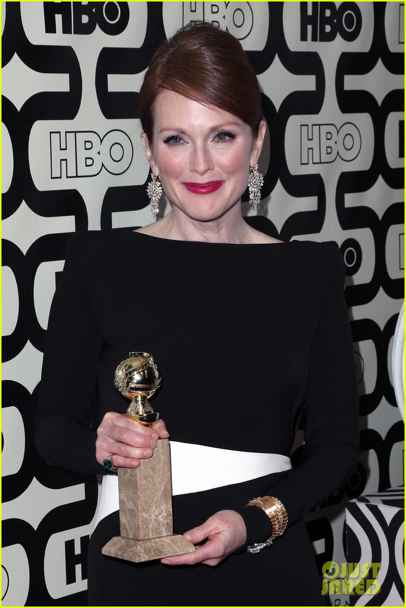 julianne moore ferguson golden globes 2013 red carpet 04