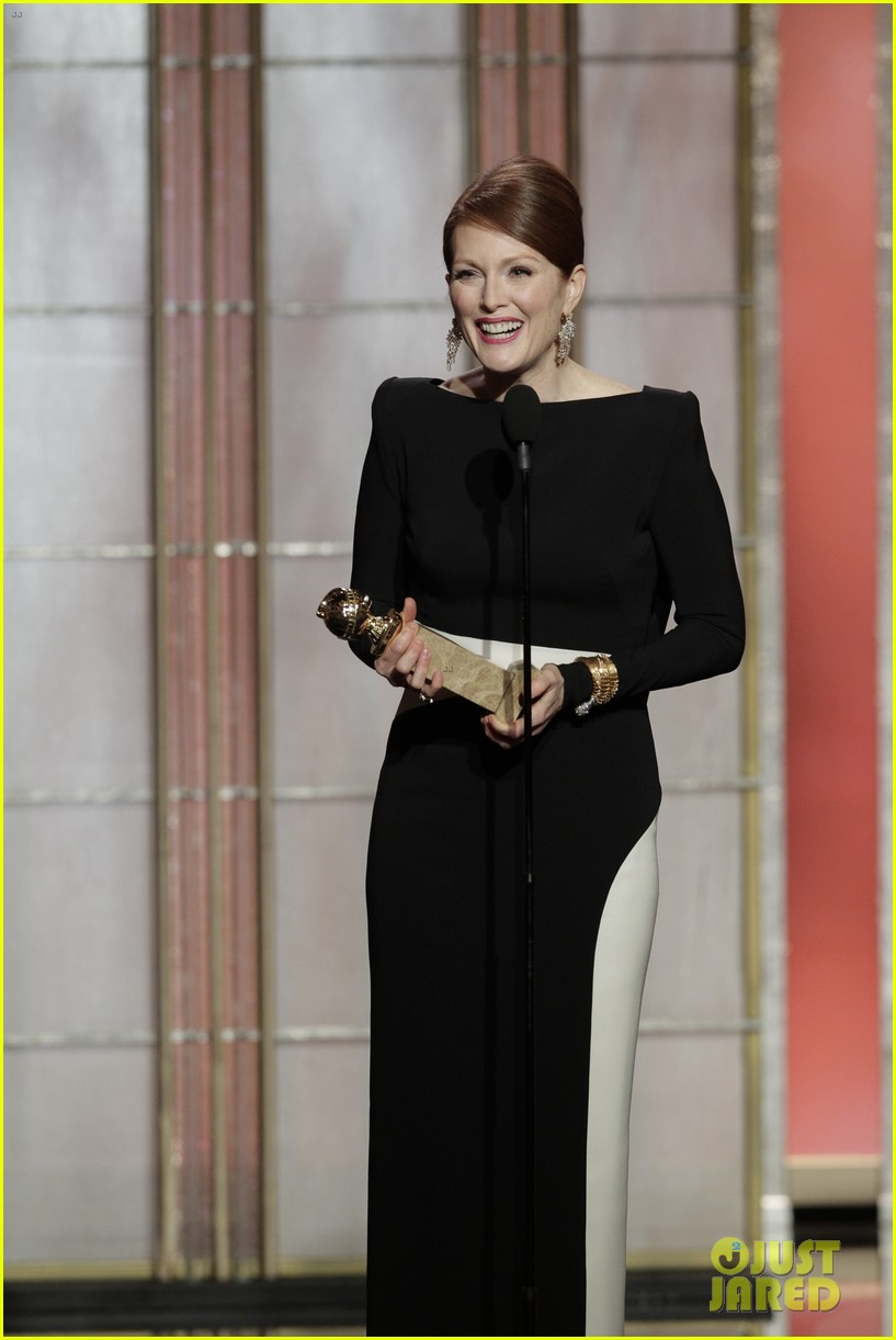 julianne moore ferguson golden globes 2013 red carpet 132791617