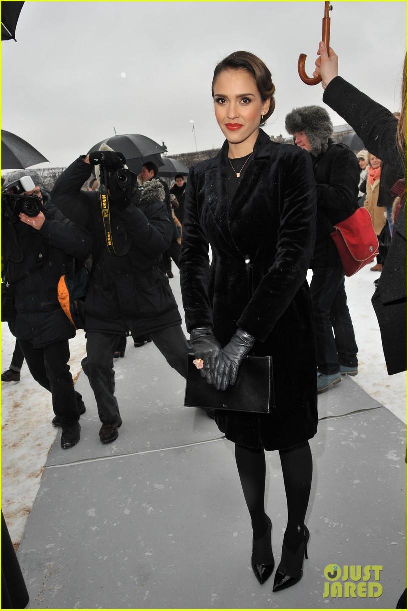 chloe moretz jessica alba christian dior paris fashion show 022796145