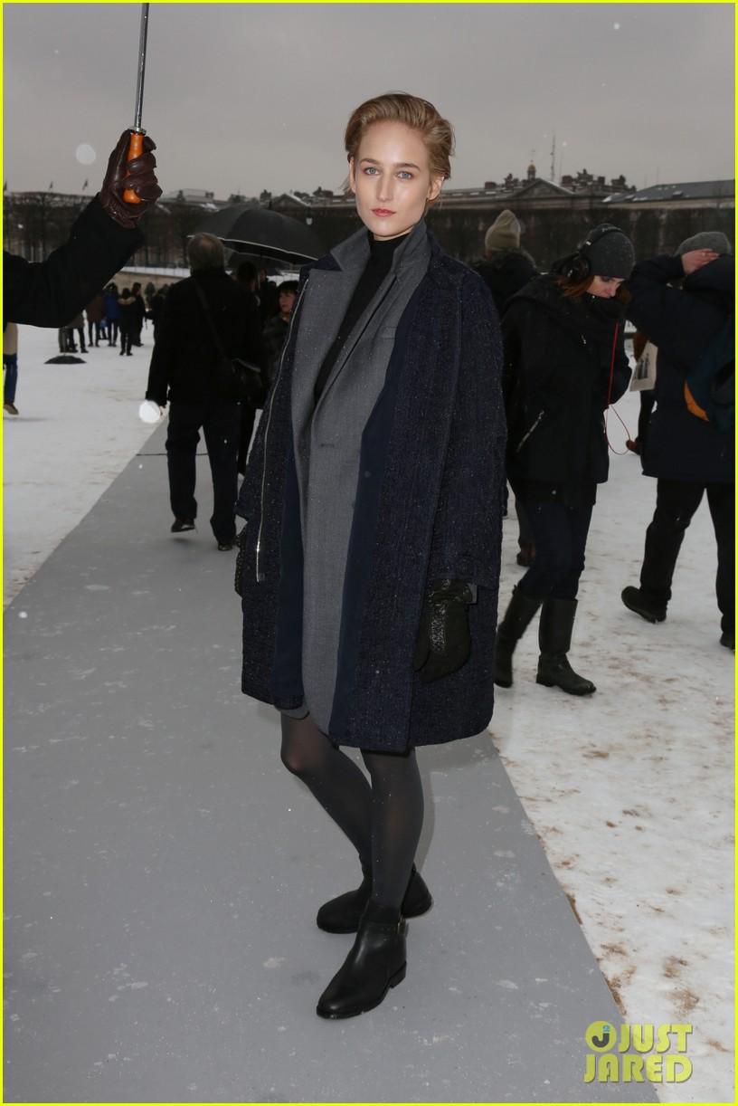 chloe moretz jessica alba christian dior paris fashion show 032796146