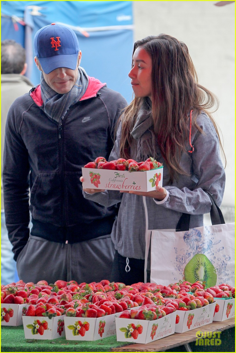 matthew morrison & renee puente strawberry picking couple 022786029
