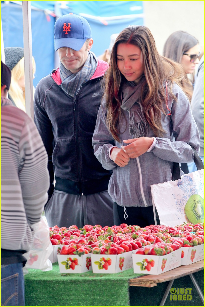 matthew morrison & renee puente strawberry picking couple 132786040