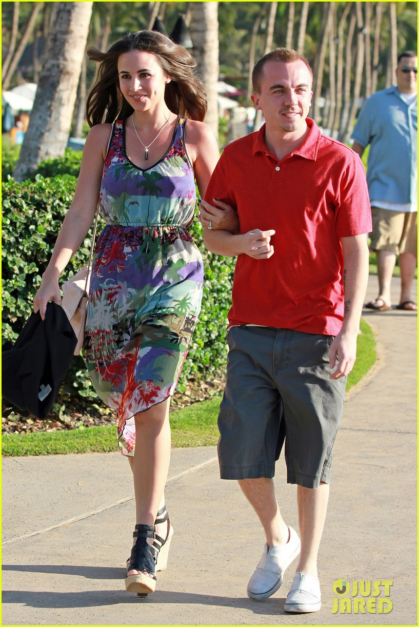 frankie muniz hawaiin vacation with elycia marie 062798557