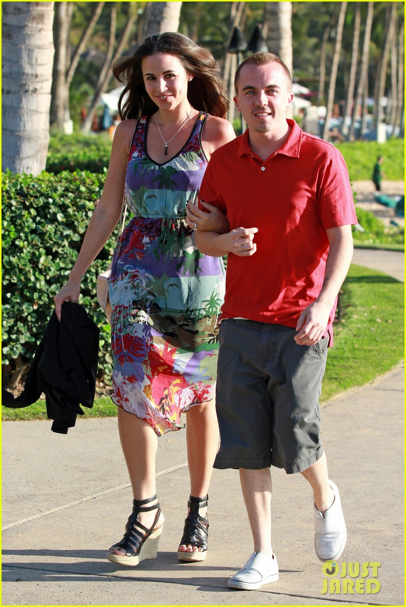 frankie muniz hawaiin vacation with elycia marie 072798558