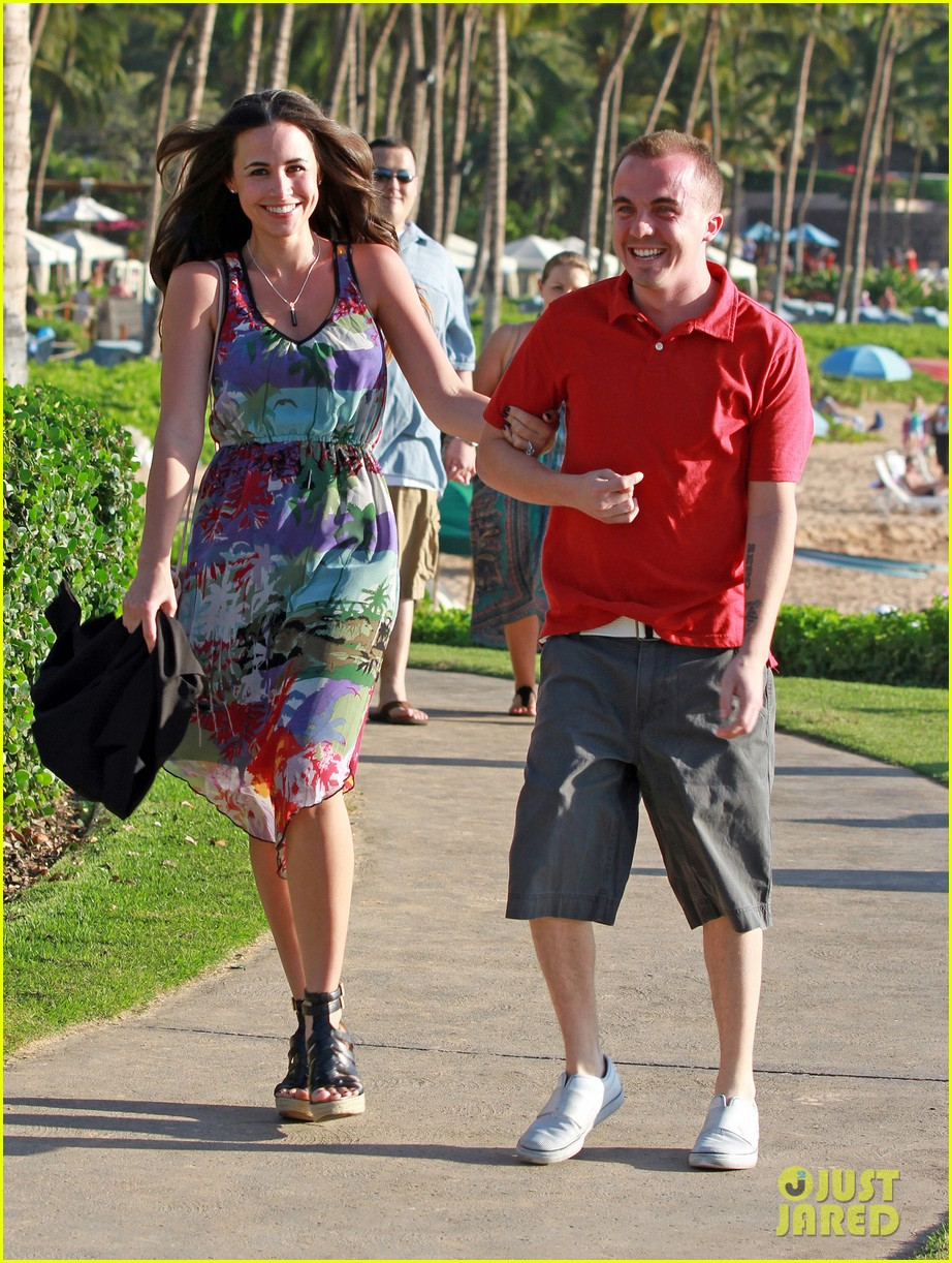 frankie muniz hawaiin vacation with elycia marie 112798562