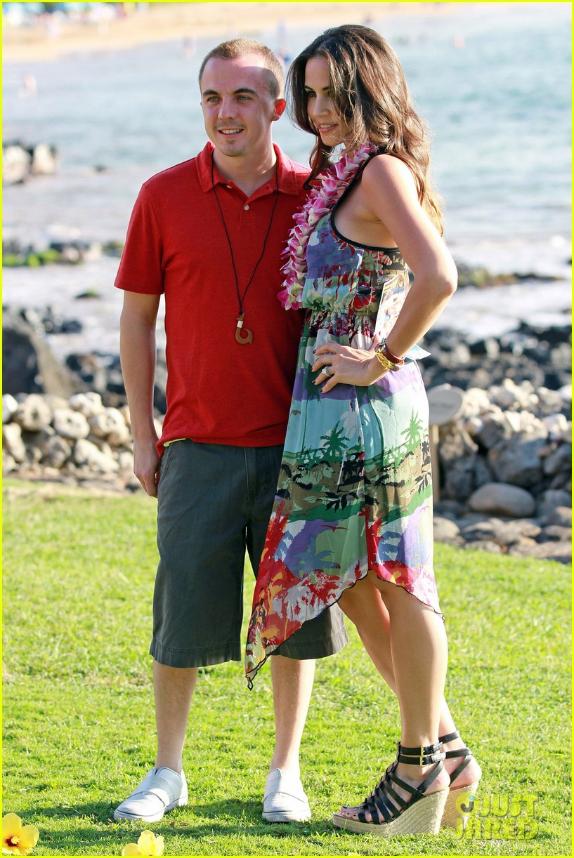frankie muniz hawaiin vacation with elycia marie 142798565